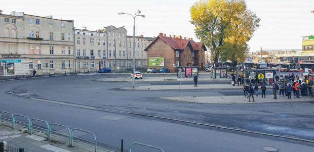 Pomiędzy częścią przeznaczoną dla ruchu autobusów a jezdnią ul. Lendziona powstanie chodnik.