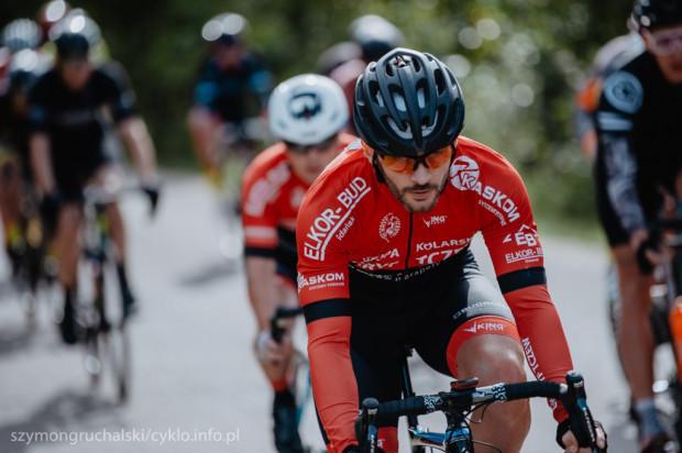 W lokalnych zawodach kolarskich biorą udział zarówno zawodnicy, którzy zajmują się kolarstwem wyczynowo, jak i rowerowi debiutanci.