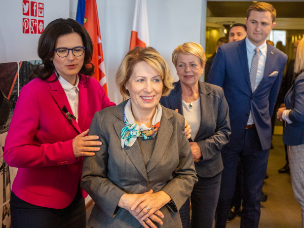 Skarbnik Gdańska Teresa Blacharska (na zdjęciu pośrodku) żegna się z magistratem, gdzie pracowała ponad pół wieku.