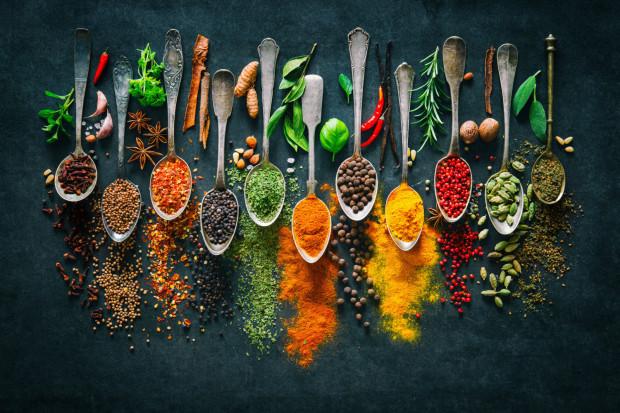 Szeroka gama przypraw korzennych pozwala dodać smaku wielu potrawom. Mają także właściwości poprawiające zdrowie.