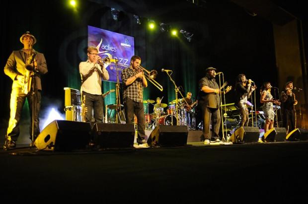 Festiwal rozpoczął się od detonacji energetycznej bomby w postaci zespołu Incognito.