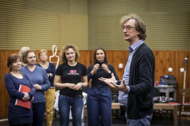 """Operę reżyseruje Paweł Szkotak, który wcześniej w Operze Bałtyckiej wystawił """"Sąd Ostateczny"""" i """"Cyrulika sewilskiego""""."""
