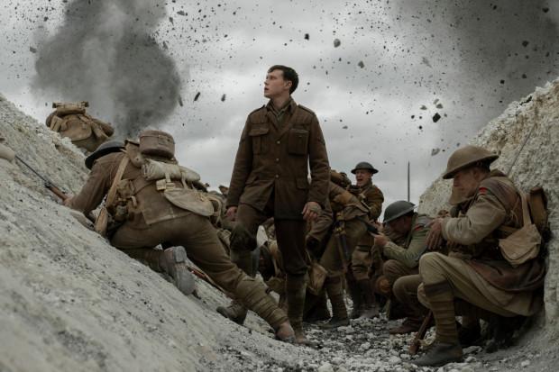 """""""1917"""" to trzymająca w napięciu i zachwycająca technicznym kunsztem opowieść o przyjaźni, bezwarunkowym poświęceniu i odwadze, która napędza do działania w imię wyższych idei. To również poruszająca demitologizacja wojny."""
