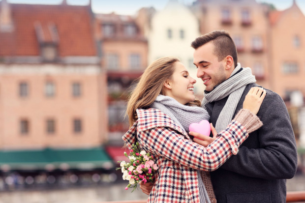 W Walentynki możemy wybrać się też na romantyczny spacer po mieście.