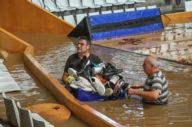 Hala, w której pierwotnie miał odbyć się czwartkowy mecz, została zalana wodą.