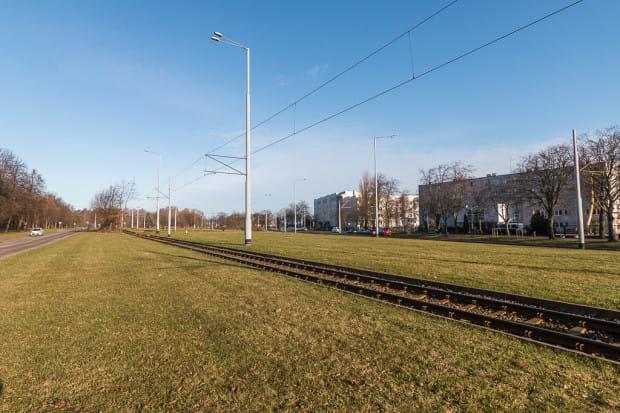 Mimo że pętla tramwajowa Brzeźno Plaża mogłaby pełnić jednocześnie funkcję parkingu pomiędzy układem torowym, urbaniści dążą do budowy naziemnego parkingu tuż obok.