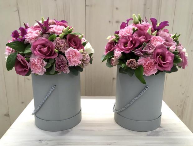 Kwiaty w pudełku nadal są bardzo modne i łatwe w utrzymaniu. Będą ciekawą ozdobą każdego wnętrza.