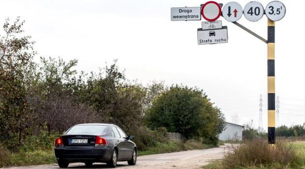 Obecnie wewnętrzna droga elektrociepłowni dostępna jest tylko dla rowerzystów i działkowców.