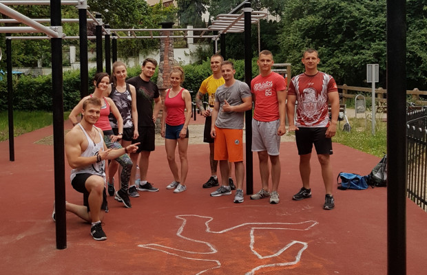 Przy sprzyjającej aurze zainteresowani spotykają się na świeżym powietrzu na placykach street workout w Gdyni.