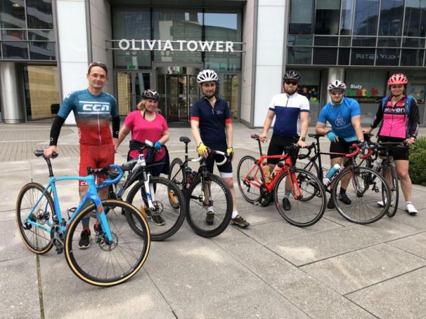 Są tacy, którym wystarczy dojeżdżanie na rowerze do pracy, ale są też tacy, którzy chętnie dają się namówić do udziału we wspólnych wycieczkach rowerowych. Takie też organizuje Olivia Sport.