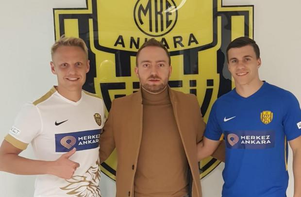 Daniel Łukasik (z lewej) w Turcji będzie grał z Konradem Michalakiem (z prawej), który również był wcześniej zawodnikiem Lechii.