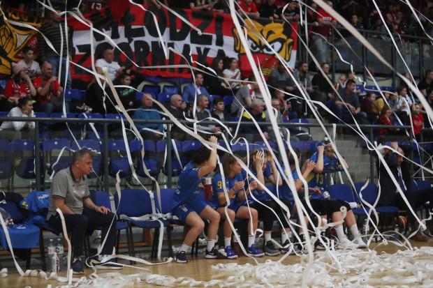 Koszykarki Arki Gdynia mecz w Łodzi rozstrzygnęły na swoją korzyść dopiero w ostatniej kwarcie, gdyż wcześniej musiały zmagać się nie tylko z rywalkami.