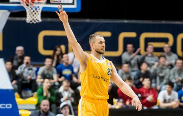 Bartłomiej Wołoszyn trafił przeciwko Śląskowi cztery trójki, a Asseco Arka Gdynia wygrała trzeci mecz z rzędu.