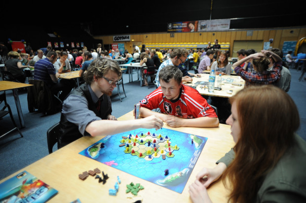 Gry planszowe: to nie tylko zabawa i pomysł na fajne spędzanie wolnego czasu, ale też nauka. Zdjęcie z Festiwalu Gramy w Gdyni.