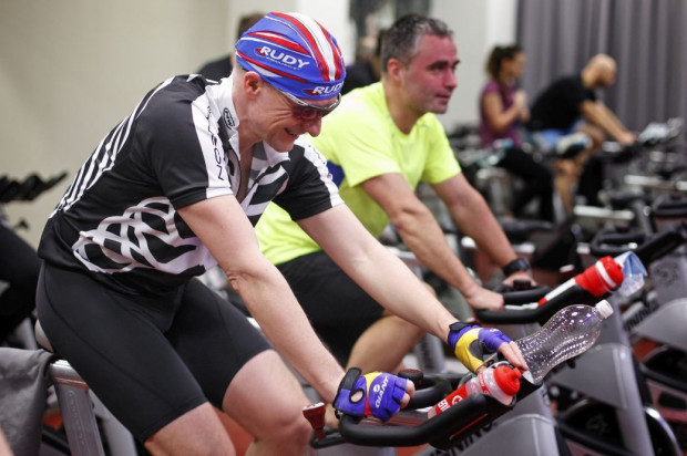 Jednym z etapów indoor triathlonu jest pokonanie 15 km na rowerkach. To odpowiednik prawdziwego roweru, który będzie używany w trakcie letniej edycji Ironman 70.3, ale wówczas do przejechania będzie 90,2 km.