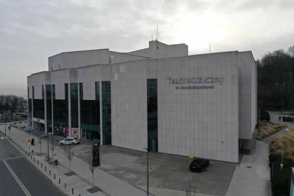 Teatr Muzyczny w Gdyni jest fenomenem na skalę ogólnopolską, bo generuje zyski kilkukrotnie przekraczające jego dotacje. Te zamykają się w kwocie blisko 12,8 mln zł.