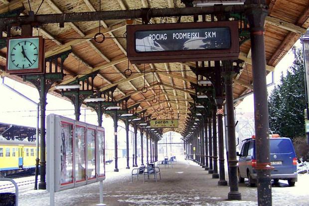 Peron 5 dworca Gdańsk Główny to ten, który jest położony najbliżej ul. Podwale Grodzkie.