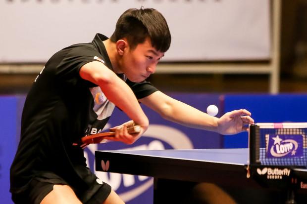 Drużyny Lotto Lotto Superligi mają coraz większe kłopoty ze ściąganiem na mecze tenisistów stołowych z Azji. Jednak Khinhang Yu nie gra w Gdańsku nie tylko z powodu epidemii spowodowanej przez koronawirusa.