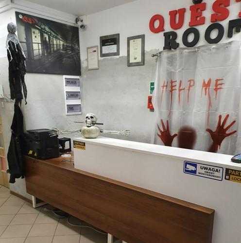 Questrooms w swojej ofercie posiada wirtualny escaperoom oraz wiele innych gier VR.