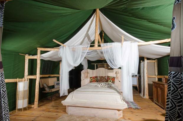 Glamping to luksusowa forma spania pod namiotem.