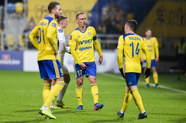 Według Adama Marciniaka (w środku), obecne okno transferowe jest dla niego pierwszym od czasu awansu do ekstraklasy, gdy w Arce Gdynia nie jest prowadzona wyprzedaż. Utrzymanie kluczowych piłkarzy, pozyskanie nowych, a także dołączenie rekonwalestentów będzie kluczem do sukcesu.
