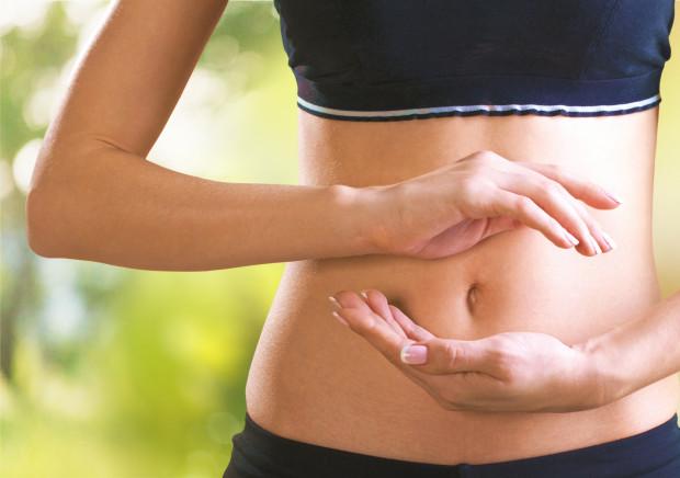 Jelita w dużej mierze determinują to, jaki mamy nastrój. Mało kto wie, że 90 proc. serotoniny (hormonu szczęścia) wytwarzanego w naszym organizmie powstaje właśnie w jelitach. Jeśli nasze jelita będą w kiepskiej kondycji, nasz nastrój prawdopodobnie też będzie obniżony.