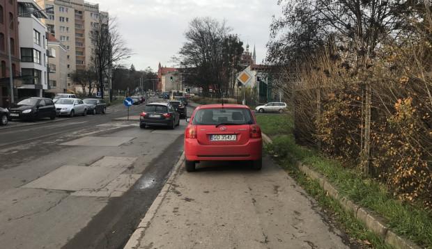 Parkowanie na przebudowanej ul. Toruńskiej odbywać się ma wyłącznie w wyznaczonych miejscach.