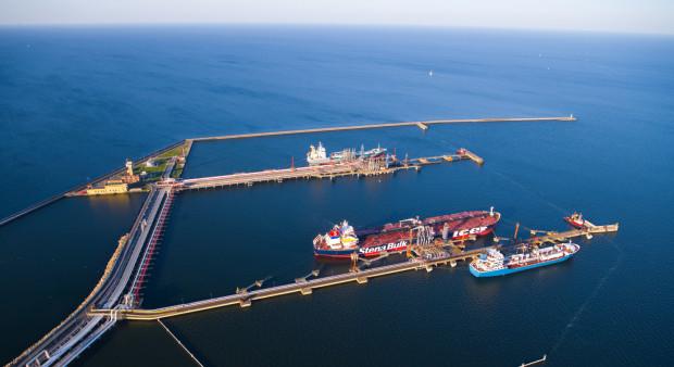 """Czasowe wstrzymanie dostaw ropy rurociągiem """"Przyjaźń"""" niewątpliwie przełożyło się na większą ilość dostaw paliw drogą morską."""