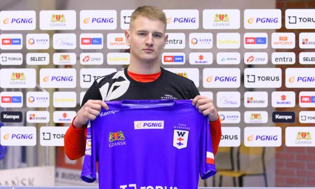 Jakub Moryń (na zdjęciu) ma pomóc Torus Wybrzeżu w walce o utrzymanie w PGNiG Superlidze, zwłaszcza że kontuzjowany jest inny rozgrywający Mateusz Wróbel.
