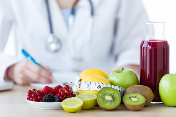 Dobrze zbilansowana dieta poprawia samopoczucie i zdrowie psychiczne.