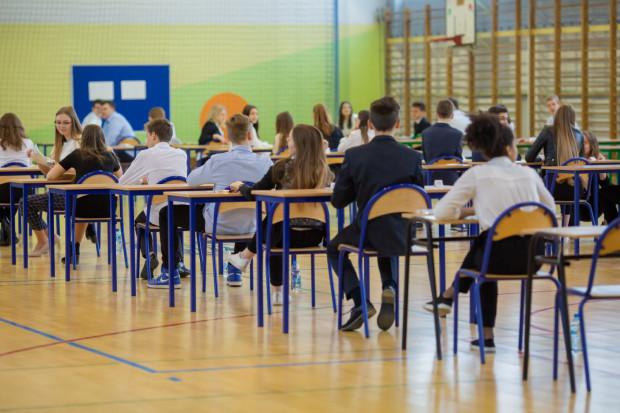 W 2020 roku po raz drugi po reformie oświaty do egzaminu przystąpią ósmoklasiści. Uczniowie swój maraton rozpoczną 21 kwietnia (wtorek) egzaminem z języka polskiego, 22 kwietnia (środa) - matematyka, 23 kwietnia (czwartek) - język obcy nowożytny.