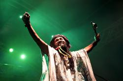 Kilema porwał do tańca wesołymi, transowymi rytmami z Madagaskaru.
