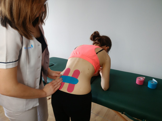 Podczas terapii wykorzystuje się taśmy czy piłki gimnastyczne. Wykonuje się też m.in. USG dopochwowe, a także EMG, czyli elektromiograf, który bada napięcie mięśniowe.