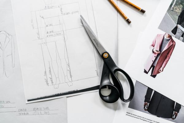 Szycie na miarę pozwala na zaprojektowanie ubrania, którego nikt inny nie będzie miał.