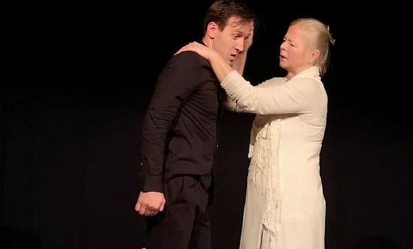 """Spektakl Teatru I.N.N.I. - """"Noc Helvera"""" dostało Dużą Konsekwencję Teatralną festiwalu Teatru BOTO. 23 lutego można go zobaczyć ponownie."""
