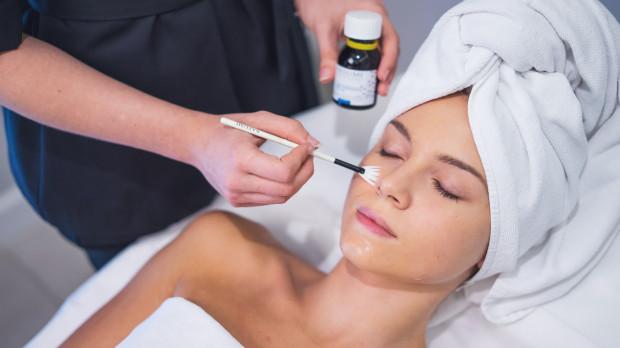 Metoda usunięcia przebarwienia powinna być uzależniona od wielkości, głębokości i rodzaju zmian skórnych.