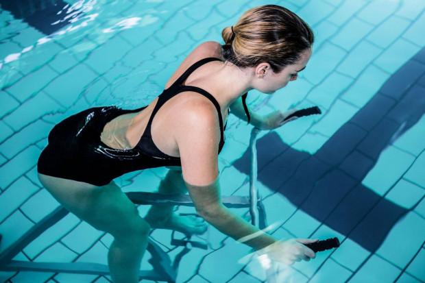 Aquacycling służy jako świetny trening sprawności ogólnej. Z tego typu ćwiczeń korzystają piłkarze, siatkarze, koszykarze i piłkarze ręczni.