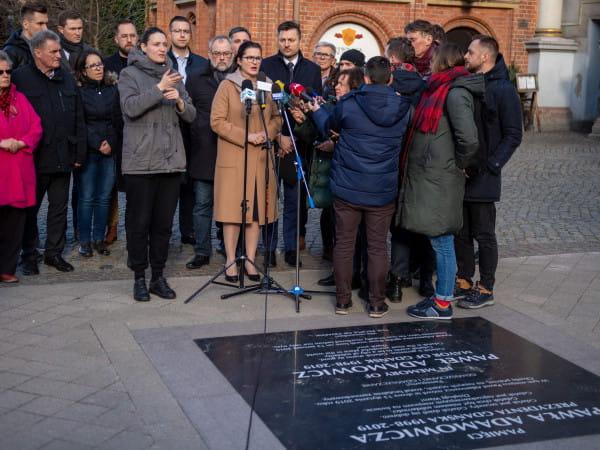 Władze Gdańska zorganizowały konferencję w miejscu, gdzie doszło do tragedii podczas ubiegłorocznego finału WOŚP.