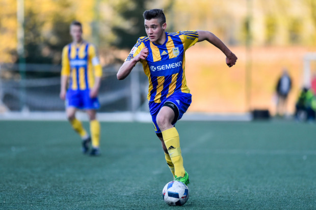 Maciej Kozakowski związał się z Bałtykiem do 30 czerwca 2021 roku. W latach 2012-18 był piłkarzem drużyn juniorskich i rezerw Arki.