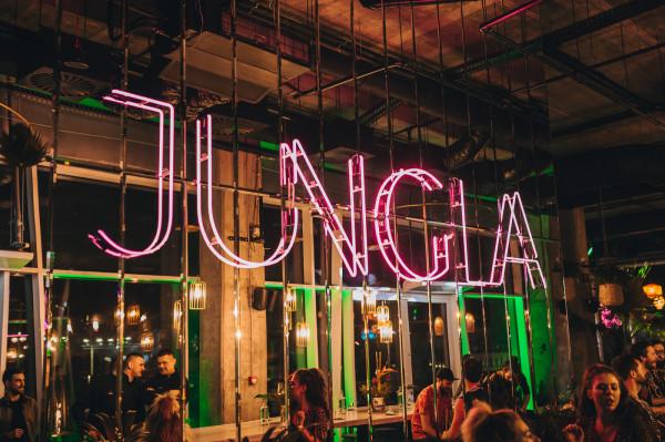 W piątek odbyło się otwarcie nowego koktajl baru Jungla. Na wydarzenie obowiązywały zaproszenia.