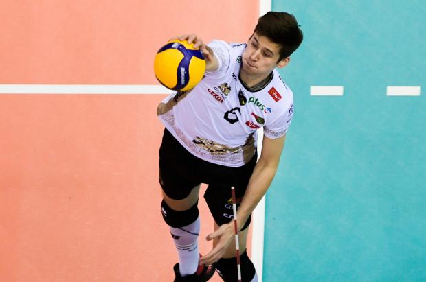 Szymon Jakubiszak wykorzystał szansę wobec słabo dysponowanego Pawła Halaby. Młody siatkarz był jedną z wiodących postaci w trzecim i czwartym secie w meczu z mistrzem Polski.