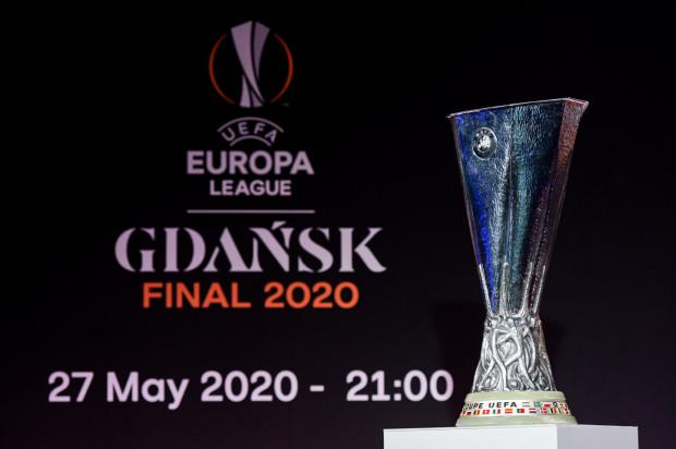 By na Stadionie Energa Gdańsk obejrzeć mecz o to trofeum, trzeba zapisać się do 12 marca na portalu UEFA, następnie mieć szczęście w losowaniu, a potem zapłacić za bilet od 40 do 130 euro.