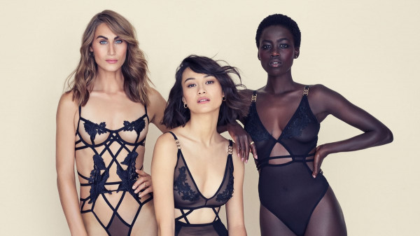 Projektanci pokazują, ze bielizna nie musi być nudna i może stanowić element kobiecej stylizacji.