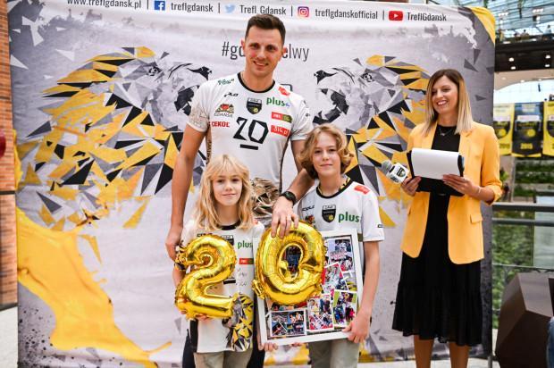 Wojciech Grzyb rozegrał 482 mecze w trakcie 20 lat w profesjonalnej lidze siatkówki. Zdobył 2 złote, 4 srebrne i 6 brązowych medali mistrzostw Polski. Z Treflem Gdańsk zdobył również 2 Puchary i 1 Superpuchar Polski.