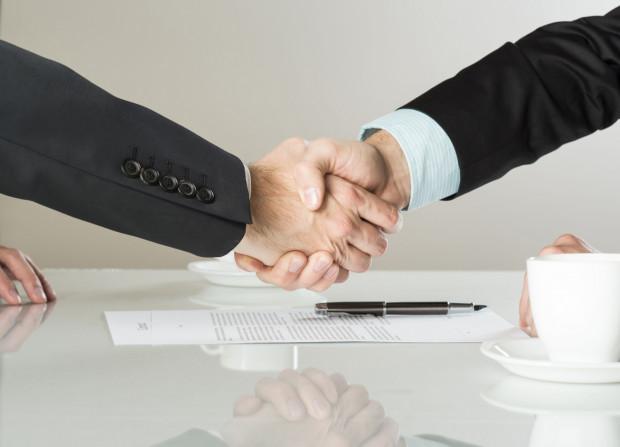 Kodeks pracy nie zawiera ograniczeń w zakresie liczby umów o pracę, które mogą być zawarte przez danego pracownika.