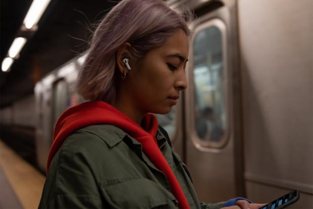 Słuchawki TWS coraz częściej zastępują nam kablowe modele douszne i dokanałowe z uwagi na znacznie większy komfort użytkowania.