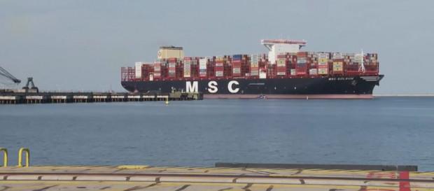 W ramach stałego połączenia od ub. roku w DCT bywa brat kontenerowca MSC Ambra, czyli MSC Gülsün (na zdjęciu).
