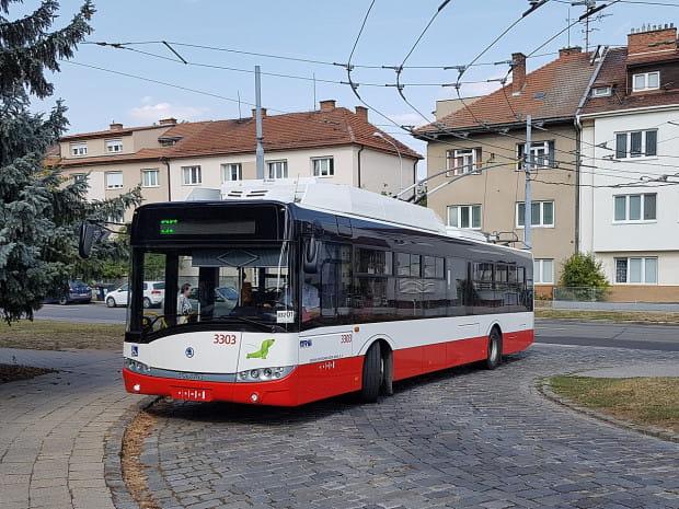 Trolejbusy kursujące po Brnie mają dobrze znane mieszkańcom Trójmiasta kształty, cho tu występują pod podwójną marką Solaris-Skoda.