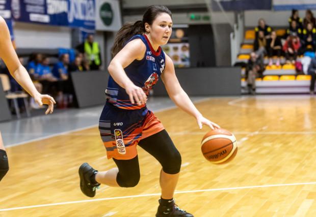 Koszykarki DGT Politechniki Gdańskiej przegrały w Łodzi z CosinusMED Widzewem i nie zapewniły sobie jeszcze udziału w fazie play-off. Najwięcej punktów dla gdańszczanek zdobyła Presley Hudson.