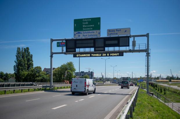 Zdjęcie poglądowe, jak mogą wyglądać wyświetlacze z komunikatami o otwarciu tunelu.